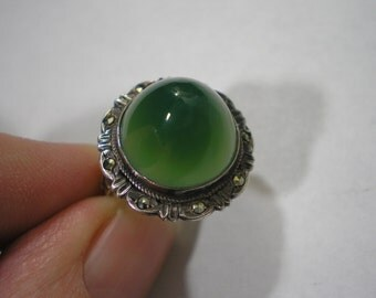 Vintage Sterling Silver Green Chrysoprase Bullet Cut Marcasite ring Size 5