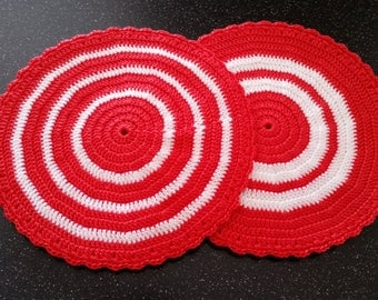 Vintage look crocheted pot holders. Set of two.