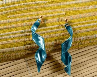 Avon Confetti Royal Blue Pierced Earrings - Vintage 1985