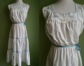 1970'sWhite Tiered Boho Dress - Vintage 70's Sundress - Bohemian - Medium