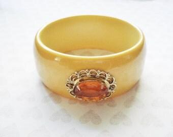 Vintage Art Deco Bakelite Bracelet - Bakelite Bangle Bracelet - Creamed Corn Bakelite Bangle - Vintage Jewelry  - Amber and Bakelite Bangle