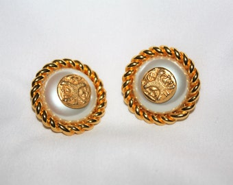Vintage Fendi Pearl  Earrings, Clip On Earrings, Designer Earrings, 1980s Estate Jewelry