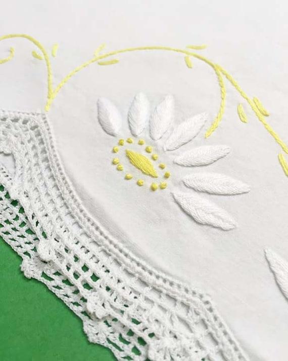 Vintage Daisy Pillowcase for Girls Room