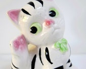 Big Eyed Cat Kitten China figurine