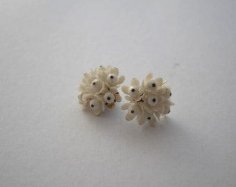 Vintage Retro Plastic Floral Clip on Earrings
