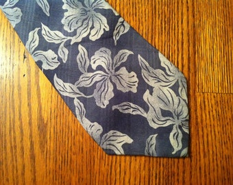 Vintage Mens Tie, Blue Island Print, For Your Blue Suit Tommy Bahama, Relaxed Classic Style, from the Delovelyness Collection, FREE SHIPPING