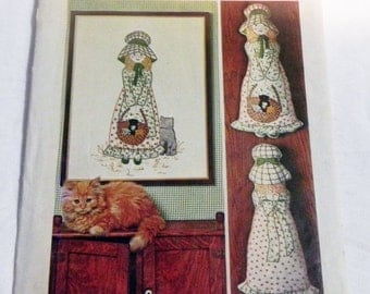 SALE 1970s Holly Hobbie Embroidery Picture and Pillow Doll Craft sewing pattern Simplicity 6248 UNCUT FF