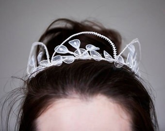 Vintage Ivory Tulle Net and Faux Pearl Tiara/Crown/Halo/Headdress  - Leaves and Hoops - Bridal/Wedding -  1950's
