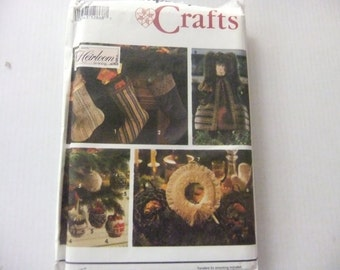 SIMPLICITY Crafts Pattern 7952/Christmas Stockings/Angel/Ornaments/Wreath/Classic Heirloom Sewing/UNCUT