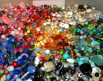 NEW  4/oz  Multi-Mixed Loose lot of Beads Random sizes 6mm-20mm Glass, shell, lampwork, stone and gem