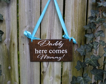 Daddy Here Comes Mommy Wedding Sign, Here Comes the Bride Sign, Here Comes Your Bride Sign, Personalized Wedding Signs