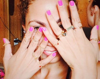 Contacta' double finger gold chain ring