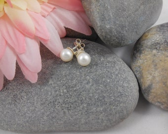 Pearl Stud Earrings - Freshwater Cultured Pearl and 925 Silver