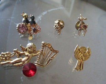 Lot of 5 Vintage Assorted Gold Pins / Brooches Pin Brooch Angel Harp / Grapes / Reindeer / Birds