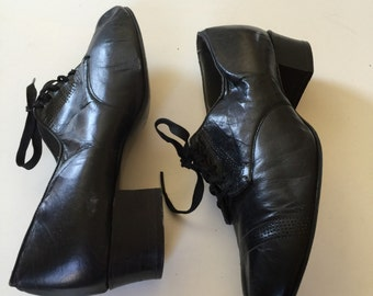 40s Vintage Shoes - Black Leather Womens Low Heel Tie Up Shoes Size 8 - 8.5