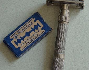 Vintage Gillette 1959 Fat Boy Safety Razor E 2 code Adjustable comes with 3 new Ponitac Razor Blades