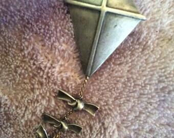 Pewter kite brooch 2-1/2 in