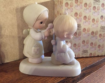 Precious Moments To a Very Special Sister Figurine Cross mark #E-2825
