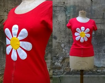 Red tshirt  with white daisy
