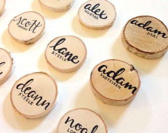 hand lettered birch slice place cards | Weddings & Events