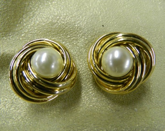 Vintage twisted pearl button clip on earrings