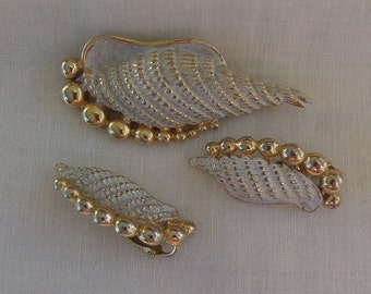 Sarah Coventry Ebb Tide Pin 6812 and Clip Earrings 7812 Set    Vintage, Seashell