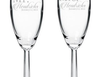 Personalized Wedding Champagne Flutes with Faceted Stem - Mr & Mrs Toasting Set - Engraved Champagne Flutes, Personalized Champagne Flutes