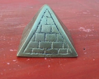 Vintage brass pyramid, brass paper weight, pyramid miniature, tiny pyramid, Egypt souvenir, oriental decor, energy pyramid (47/Syr2)