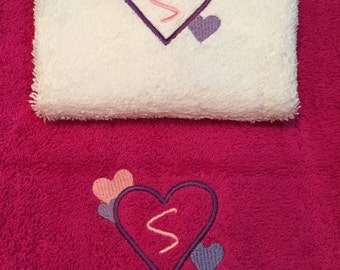 Hand Towel & Face cloth set.  Personalised with initial in hearts.  Valentines or Mothers Day Gift