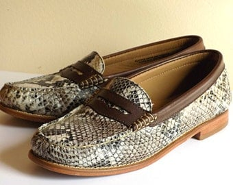 Women's 9 M BASS WEEJUNS Loafers Snake Embossed Shoes Full Grain Leather Excellent Condition High Quality Casual