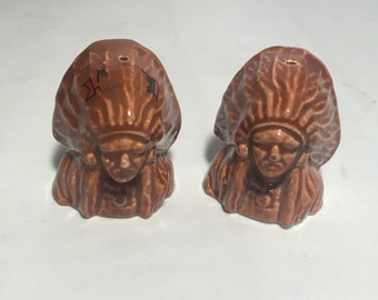 Native American Indian Chief Salt and Pepper Shaker Set / Vintage Kitchen Decor Collectibles