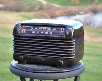 Antique 1948 Philco AM Radio Model 48-250 Plays And Looks Great.  FREE Shipping!