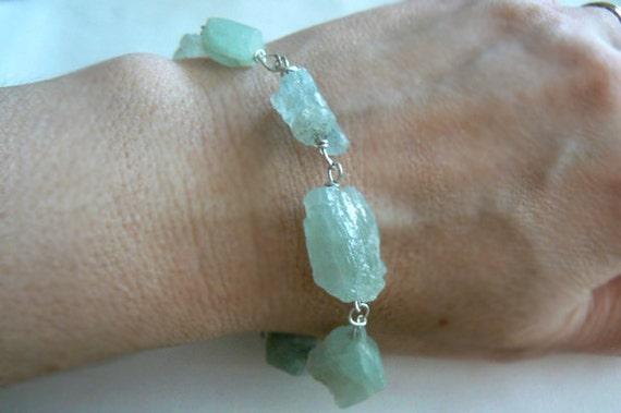 Aquamarine raw gemstone bracelet- Blue aquamarine bracelet-Rough aquamarine silver bracelet- Stone boho jewelry-Women fashion bracelet