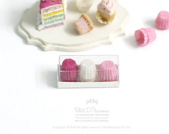 Set of 12 Cupcake Liners in a box-PINK COMBO- 3 Mixed Colour- 1:12 Dollhouse Miniature