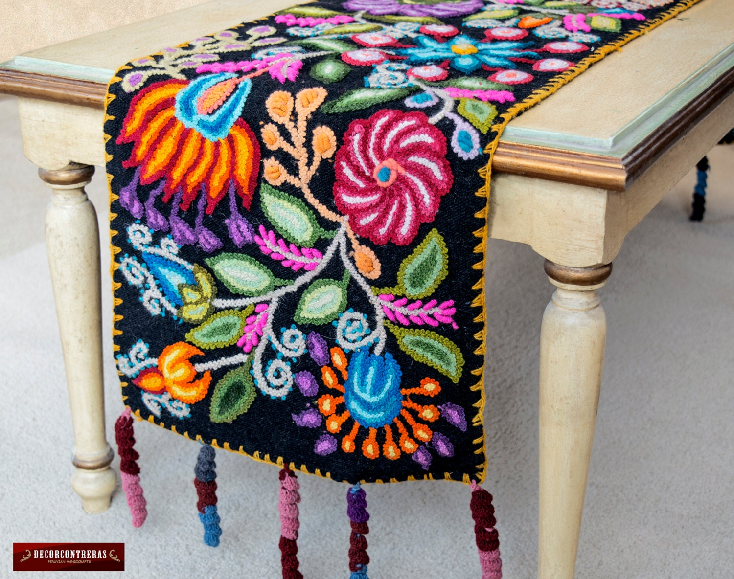 Embroidered floral black table runner 100 wool magical - Artesania y decoracion ...