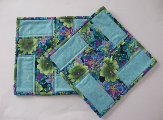 Quilted Snack Mat, quilted mug rugs, snack mat, mug rugs, patchwork snack mat, patchwork mug rugs, blue, aqua, green, lavender, cream