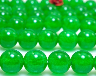 47 pcs of Green Jade smooth round beads in 8mm