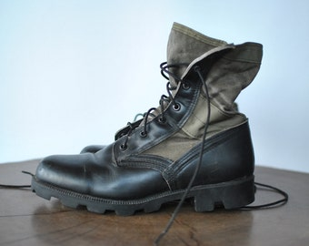Vintage ARMY COMBAT BOOTS , vintage leather and canvas military boots ....(067)