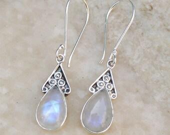 Rainbow moonstone earring, June Birthstone Earrings, sterling silver earring, Gemstone earrings, Desgner silver earring, Daily wear earrings