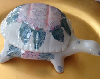 Vintage Chinese Asian Chinoiserie Pink, Blue, Green Turtle Box