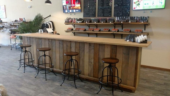 The michael rustic finished barnwood or pallet style bar - Mobilier cuisine vintage ...