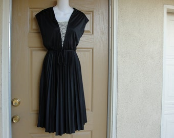 Vintage 1970s or 1980s black sleeveless dress small medium 70s 80s