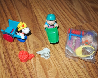 McDonalds Peanuts Snoopy Farm Happy Meal toys