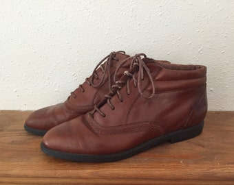 Vintage Leather Ankle Boots // Size 10