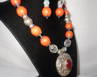 Impressive Round Silver Fish Pendant Coral Crystals Necklace Set.****