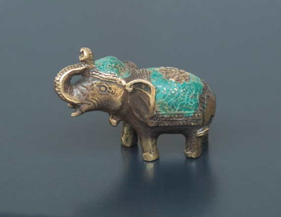 antique brass mini lucky elephant statue feng shui elephant. Black Bedroom Furniture Sets. Home Design Ideas