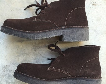 Clarks vintage desert boots brown suede size 8 1/2 M classic, timeless fall staple!