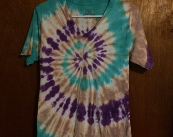 Teal purple and tan spiral tie dye v-neck tee men's small Hanes ComfortSoft