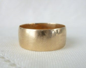 A Vintage Man's Wedding Band / Ring in 14t Rosy Yellow Gold - Edward