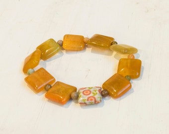 Amber Stone Stretchy Bracelet with Flower Accent